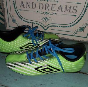 Boys Sz 3.5 Umbro Green Glide Soccer Cleats